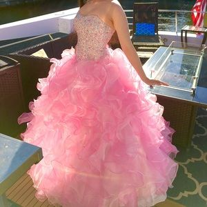 Dresses & Skirts - Small pink prom quincenera gown sparkle dress hoop